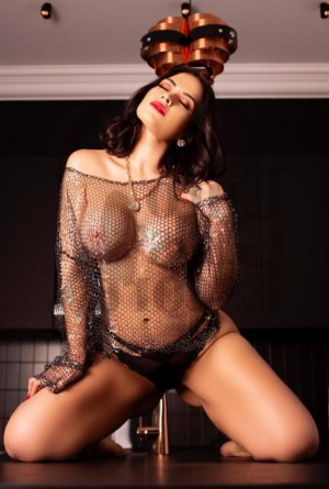 Chrissie erotic massage in Richmond