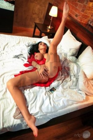 Fadiha erotic massage