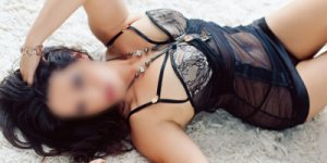 Camila nuru massage in East Ridge