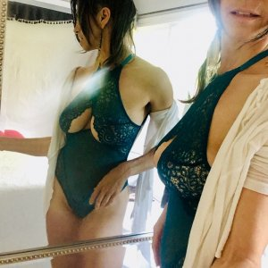 Vicenta nuru massage