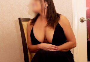 Maria-theresa happy ending massage in Fort Campbell North