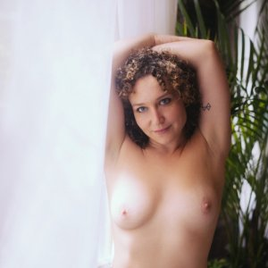 Eloine erotic massage in Lebanon