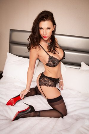 Marie-apolline erotic massage